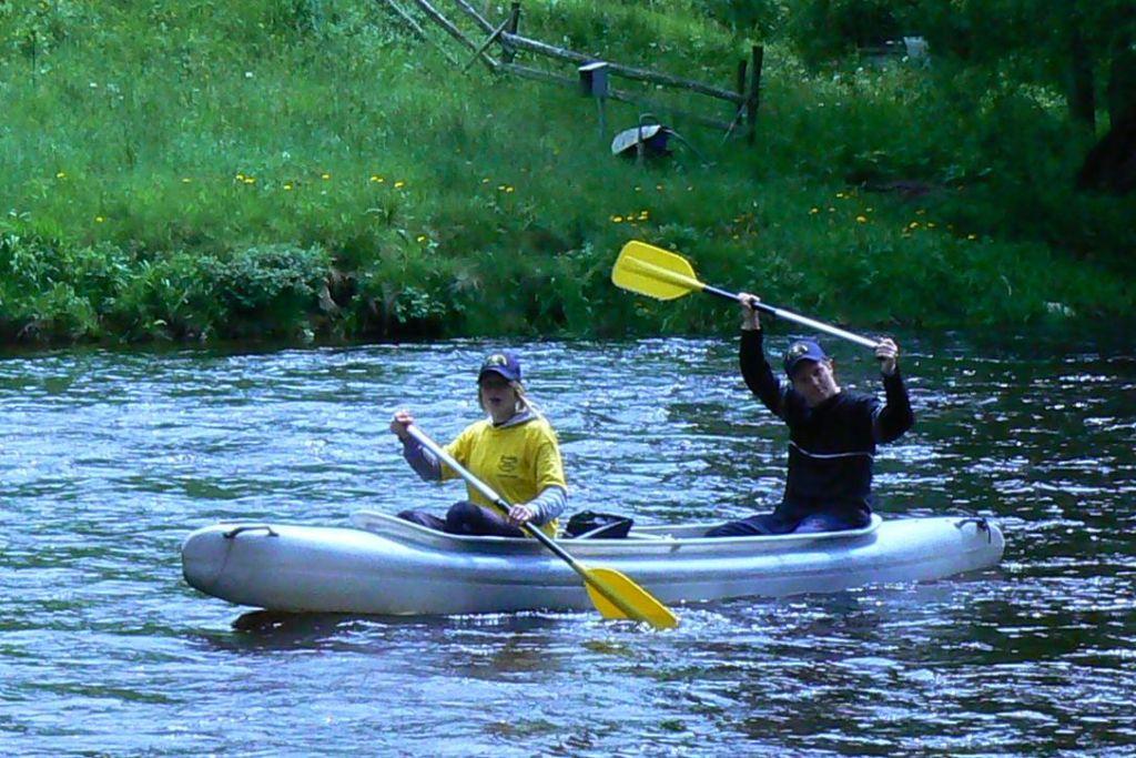 Otevřená plastová kanoe Vydra