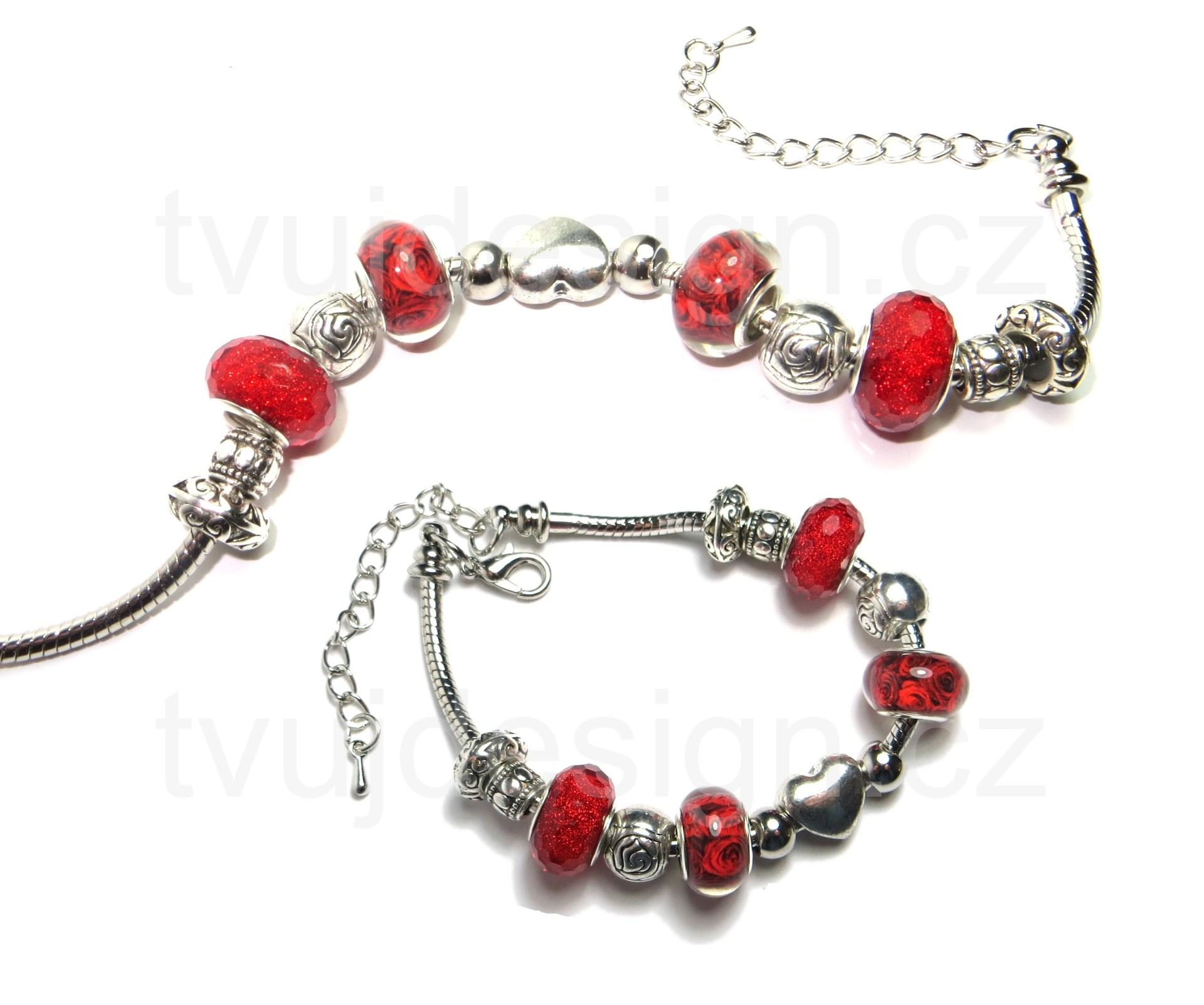 Elegantní náramek do společnosti s červenými a kovovými velkoprůvlekovými korálky