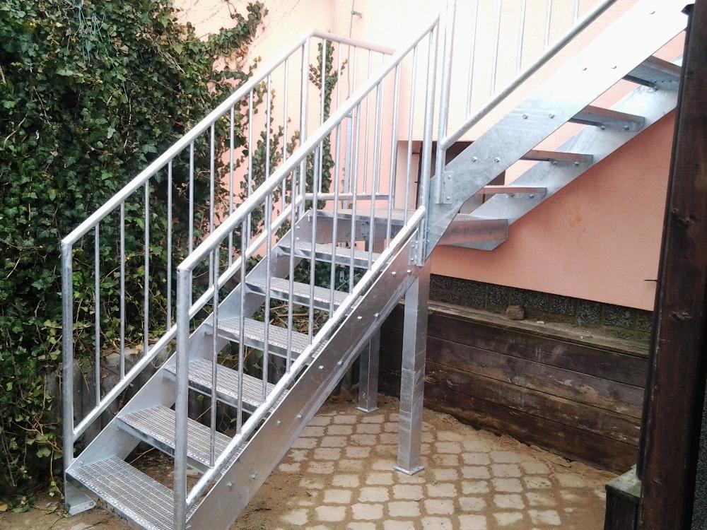 Lisované schodišťové stupně PERFO LINEA