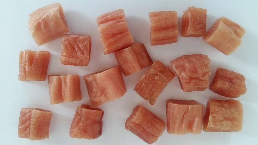 Kousky kuřecího masa ve vepřovém střívku