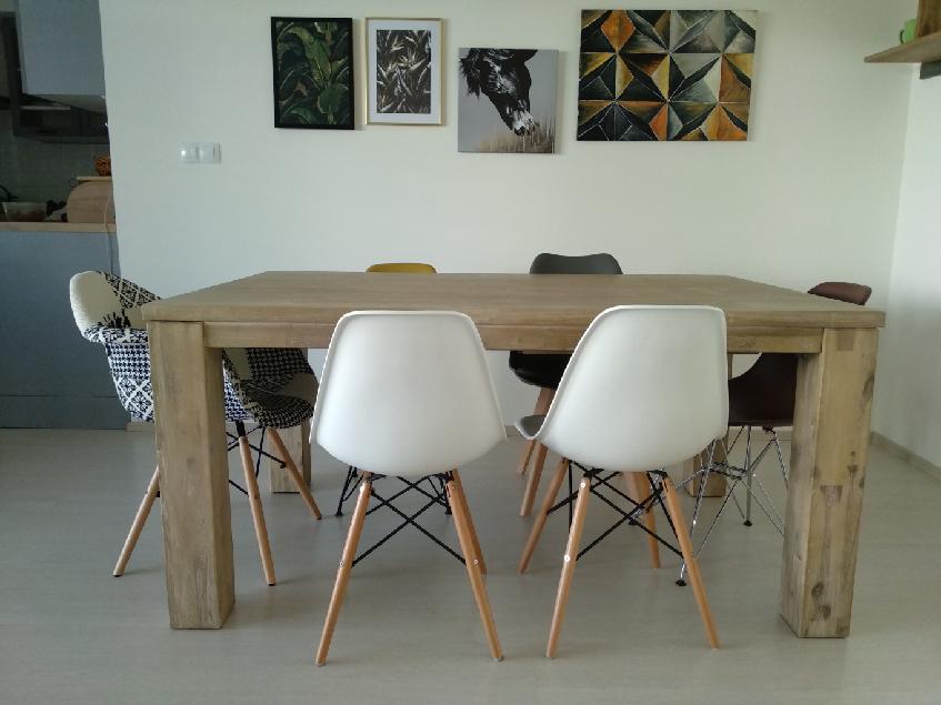 Masivní jídelní stůl v rozměru 160x90cm, tvrdé dřevo dub