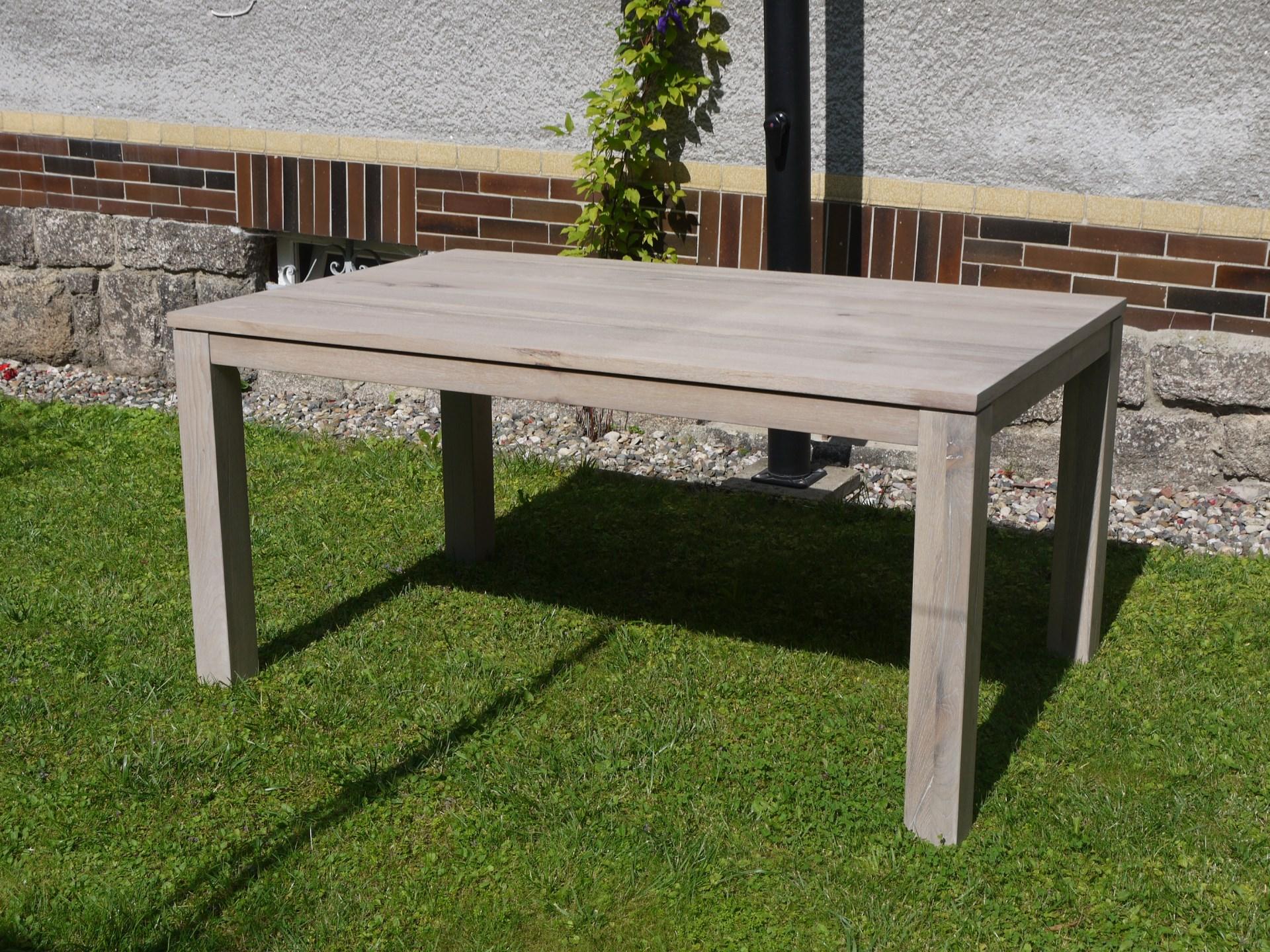 Masivní dubový stůl s rozkladem