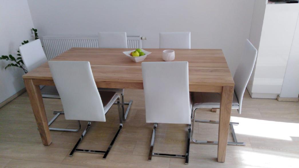 Masivní dubový jídelní stůl 108x90cm