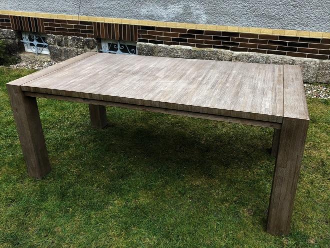 Masivní nerozkládací jídelní stůl 190x100x77 cm