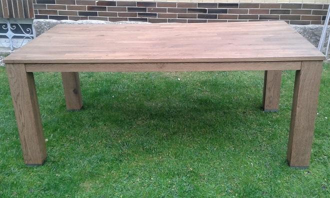 Dubový masivní stůl