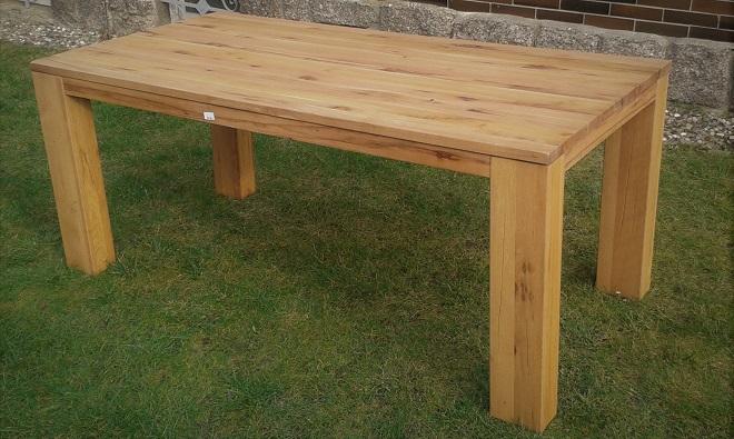 Masivní dubový stůl do jídelny
