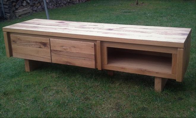 Masivní dubový tv stůl
