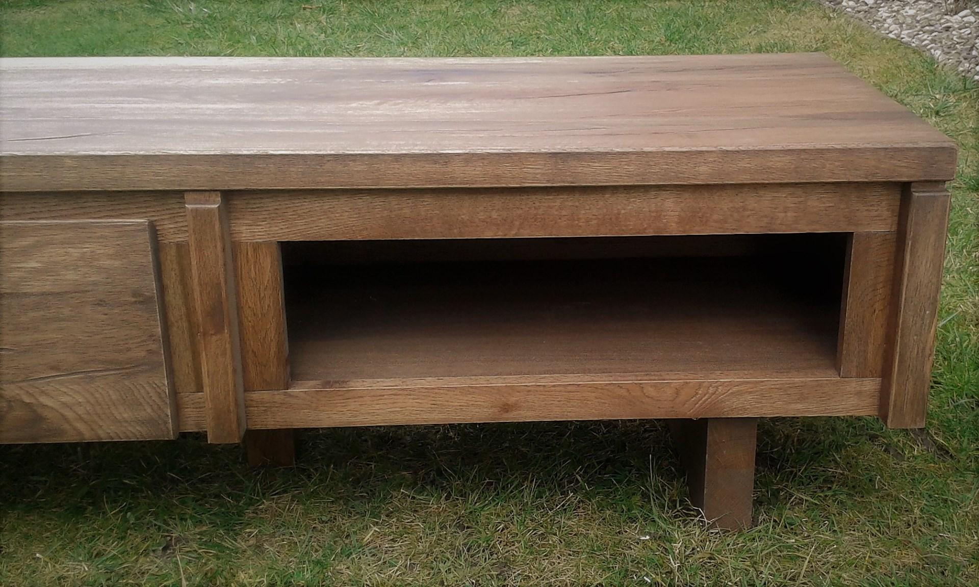 Masivní dubový tv stolek