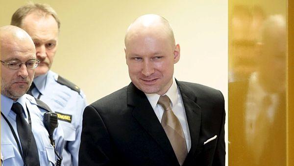 Střelce v Mnichově inspiroval Breivik, vraždil přesně pět let po něm Mladík, který v pátek navečer v Mnichově zastřelil devět lidí, se vzhlížel v pachatelích podobných masakrů. Jedním z nich byl norský pravicový extremista Anders Behring Breivik. Německý teenager íránského původu vraždil v den pětiletého výročí tragédie v Norsku.