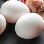 Dokonalá potravina? Ano, jsou to vejce. Vajíčka Vás překvapí i těmito vlastnostmi… Uvařte si vejce natvrdo nebo naměkko ještě dnes. Vajíčka jsou skutečně zdravá potravina, protože obsahují cenné účinné látky, které zlepšují celkové fungování vašeho těla. Vajíčka můžete konzumovat i při hubnutí ale…