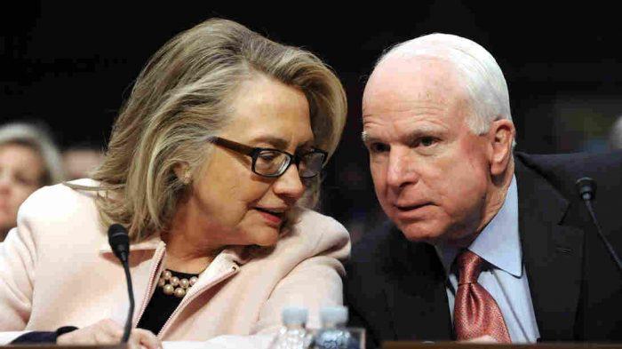Hillary Clinton je totiž jedna ruka s republikánem Johnem McCainem. A to je národní elitář a válečný jestřáb. Pozor, elity v USA se nedělí na republikány a demokraty! To je pouze hra před voliči v rámci dělby moci. Clinton a Trump nejsou vůči sobě soupeři, ale komplementáři v dělbě moci. Pozn. VK.