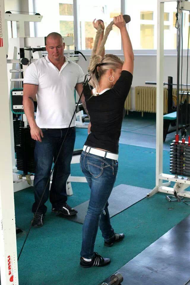 Jmenuji se Štefan Lazar (35) a působím jako osobní trener fitness. Dokážu přesně odhadnout Vaše možnosti a podle krevní skupiny vám nasadím jídelníček, který s radostí budete dodržovat, čímž se přiblížíte vytčeným cílům. S mou pomocí dosáhnete svých cílů rychleji, než kdyby jste se o to pokoušeli sami.