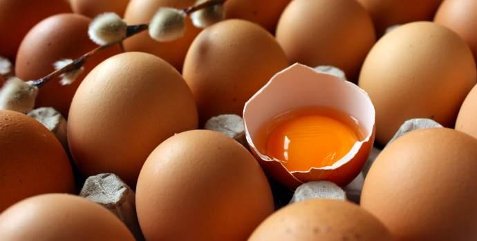 obyčejná vejce, jak moderně řečeno – super potravina . Vejce mají mnoho výhod, díky kterým jsou skvělou a zdravou potravinou plnou vitamínů a minerálů. Pokud se chcete vyhnout různým nemocem či příhodám a pokud chcete žít zdravě, určitě začnete jíst vejce. Vejce jsou neuvěřitelné.