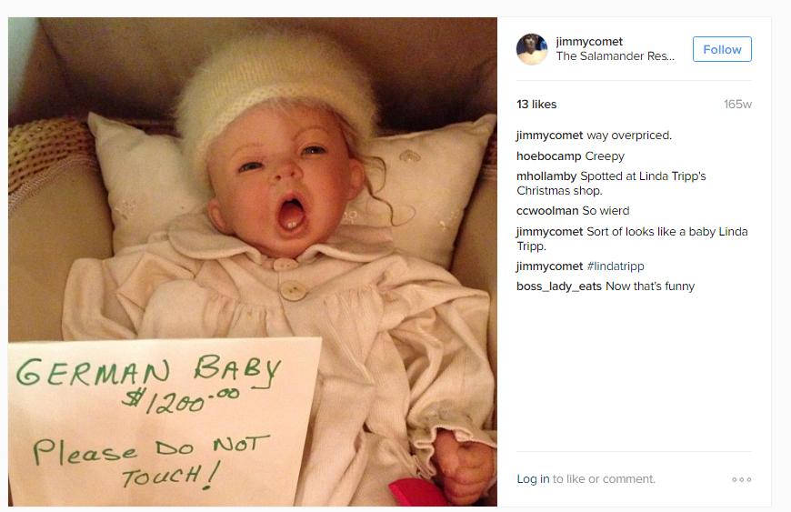 Dražba na Instagramu je také síla. Alefantis píše, že dítě je moc předražené. Další vtipkuje, že podobné dítě viděl při vánočních nákupech. Odkazuje se na Lindu Tripp, která hrála hlavní postavu ve skandálu Moniky Lewinské