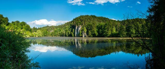 Rybník Věžák v Českém ráji je známý výletní cíl turistů i cyklistlů.