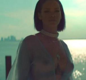 RECENZE: Rihanna dává novou deskou sbohem tanečním parketům Každá party jednou končí. Ta se značkou Rihanna byla velmi intenzivní. Původem barbadoská zpěvačka od roku 2005 vydávala novinku každých dvanáct měsíců a vždy na ni nahrála minimálně jeden globální hit. Osmou studiovou desku s všeříkajícím názvem Anti naproti tomu nyní vypustila po čtyřleté odmlce.