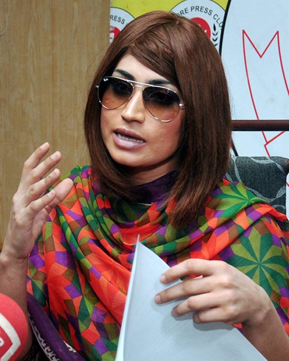 ISLÁMÁBÁD Mladou pákistánskou hvězdu sociálních médií Kandíl Balúčovou uškrtil její bratr. Oznámila policie, podle které jde zřejmě o další případ takzvaných vražd ze cti. Šestadvacetiletá Pákistánka, často přirovnávaná k americké celebritě Kim Kardashianové, rozdělovala svými provokativními fotkami a videi veřejné mínění v této konzervativní muslimské zemi, kde jsou ženy často utlačovány vlastní rodinou nebo společností, v níž žijí.
