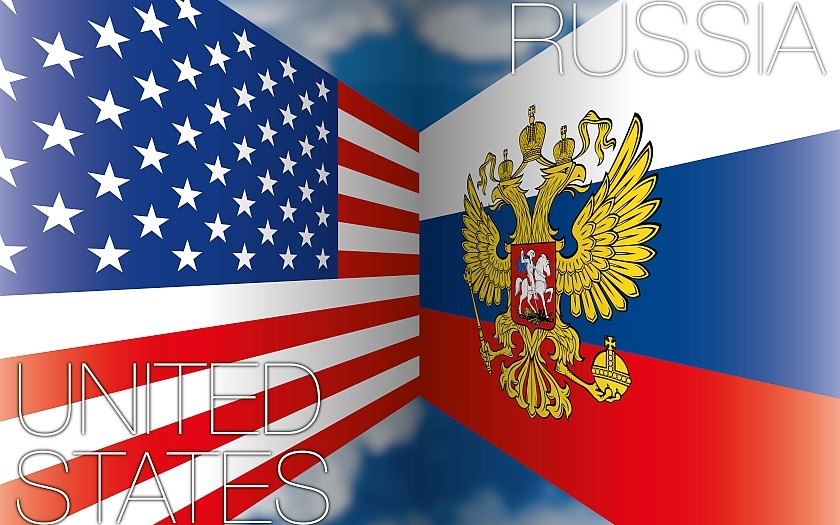 """Letos v květnu by měl japonský ministerský předseda Šinzó Abe přijet do Ruska na neoficiální návštěvu. Tato myšlenka vznikla v listopadu loňského roku na summitu skupiny G20. Podle mne se jedná o dobrý nápad, jak zlepšit vztahy takříkajíc """"zpovzdálí"""". Ne vrhnout se do věci po hlavě a požadovat hned podepsání oficiální mírové smlouvy a uznání Kuril za součást Ruska."""