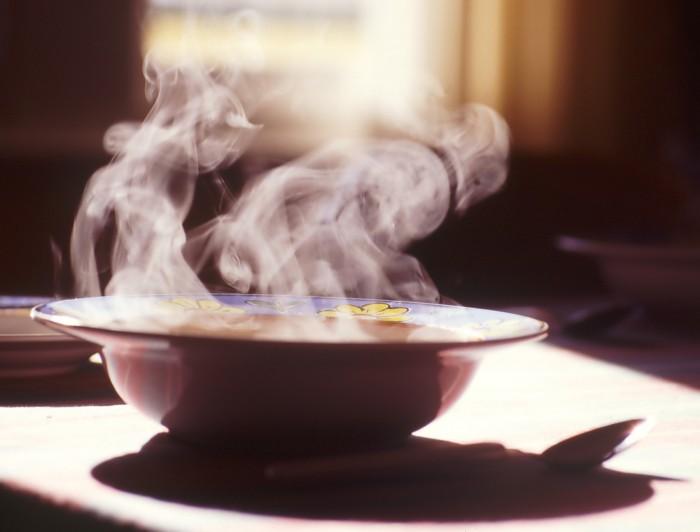 Teplá strava - základ zdraví Proč byste nikdy neměli pít vodu a ani jiné nápoje s ledem