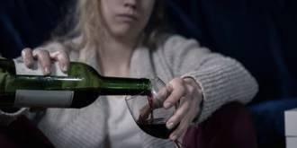 Pít se má každý den. Nikoli tvrdý alkohol, ale nejlépe víno a s mírou. Nejvhodnější je to večer při jídle. Doporučená dávka jsou čtyři deci pro muže a tři pro ženy..