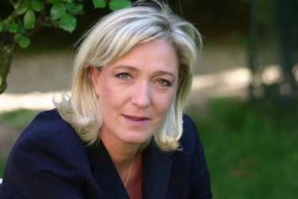 Podle Marine Le Penová již EU není životaschopnou organizací a Francie musí co nejdříve opustit EU a rozloučit se s nikým nevolenými byrokraty v Bruselu. Několik názory Marine Le Penové tlumočil německý Bild am Sonntag