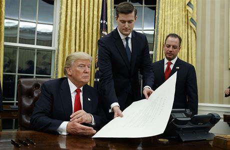 Donal Trump - první změny: Zrušení Obamacare, dosazení ministra zahraničí a obrany