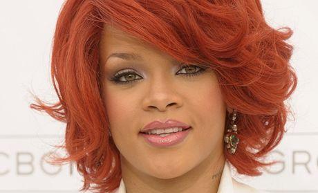 Rihanna obhajuje svůj videoklip i na Twitteru