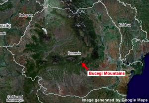 Satelity Pentagonu, které prováděly geodetický průzkum a byly také vybaveny tajnou bionickou technologií a detektory šíření vln, objevily v roce 2002 v určité oblasti pohoří Bucegi zvláštní dutinu. Prázdný prostor vypadal jako by ho nějaké inteligentní bytosti v nitru hory prostě vyřízly a rozhodně se nejednalo o jeskyni.