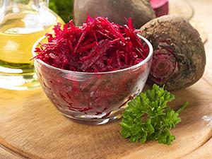 Chutná červená řepa má velké využití v kuchyni; můžete ji použít při přípravě salátů, vaření polévek, boršče nebo k přípravě pomazánek, slaných buchet a koláčů nebo ji můžete sterilovat. Možnosti využití řepy při vaření jsou doopravdy rozsáhlé, stačí se jen podívat na množství receptů z červené řepy, které najdete na těchto stránkách nebo ji můžete použít všude dle své fantazie... Mezi nejznámější klasiku patří salát z řepy a boršč, ale existují i jiné recepty, které jsou velmi chutné. Vyzkoušejte lahodné carpaccio, bábovku nebo bramborový salát s touto červenou zeleninou. Prostě, červená řepa a recepty jsou velmi dobré.