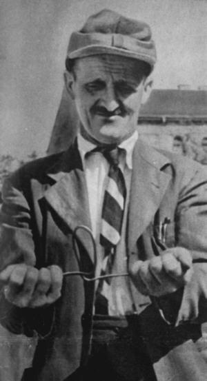 Alois Irlmaier (1894-1959), prostý a jednoduchý muž z bavorského města Freilassingu, byl povoláním hledač vodních pramenů a studnař. Když se ocitl v blízkosti vodního zdroje, tak mu začaly vibrovat prsty a proutek, který držel v ruce, se dal sám do pohybu. K této mimořádné schopnosti přibyla ještě další – schopnost předvídat události.