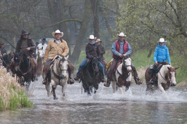 kovbojové na koních