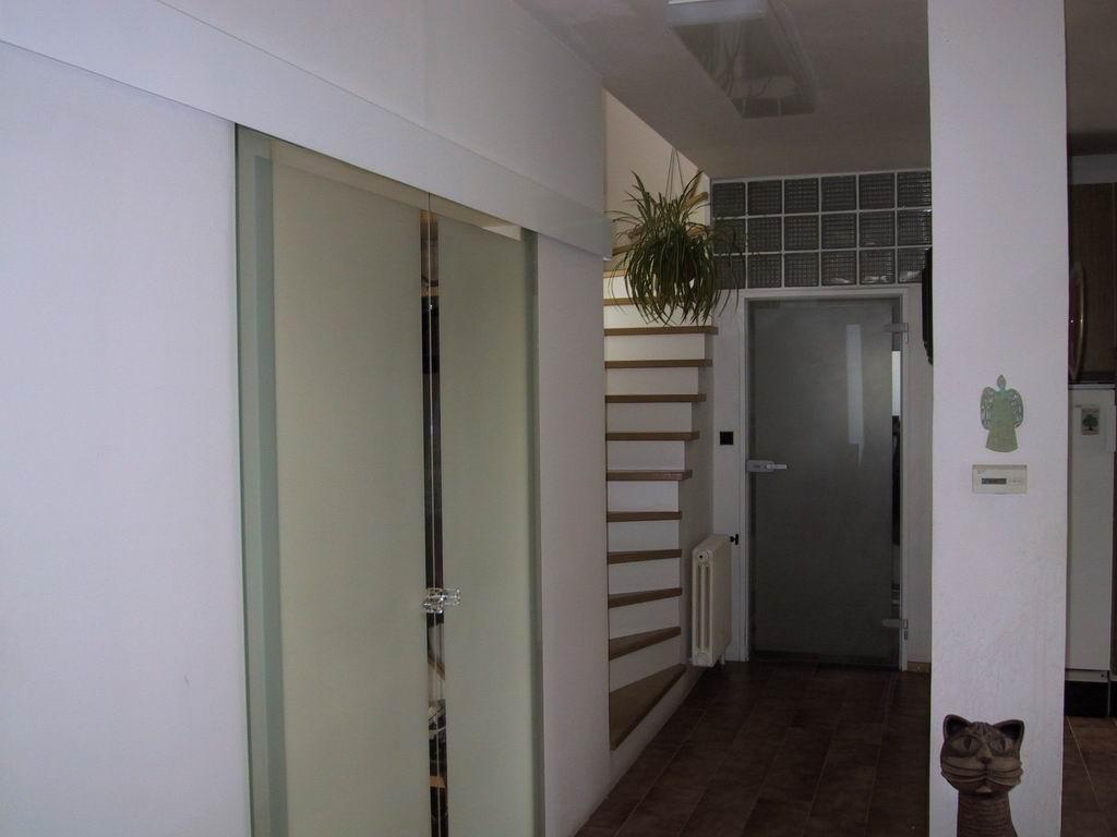 Dvoukřídlé posuvné celoskleněné dveře