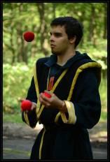 Vedoucí jak žongluje