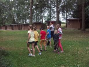 děti u chatek