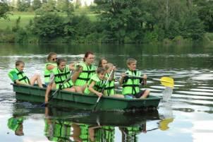 děti na loďce