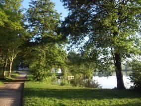 pohled na rybník od hlavní brány