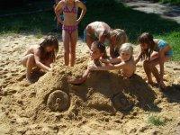 Auto z písku