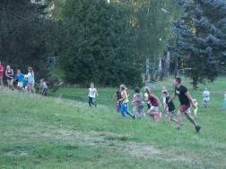 běhání po táboře