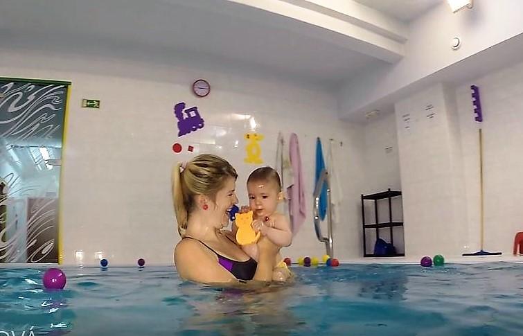 plavání rodičů sdětmi