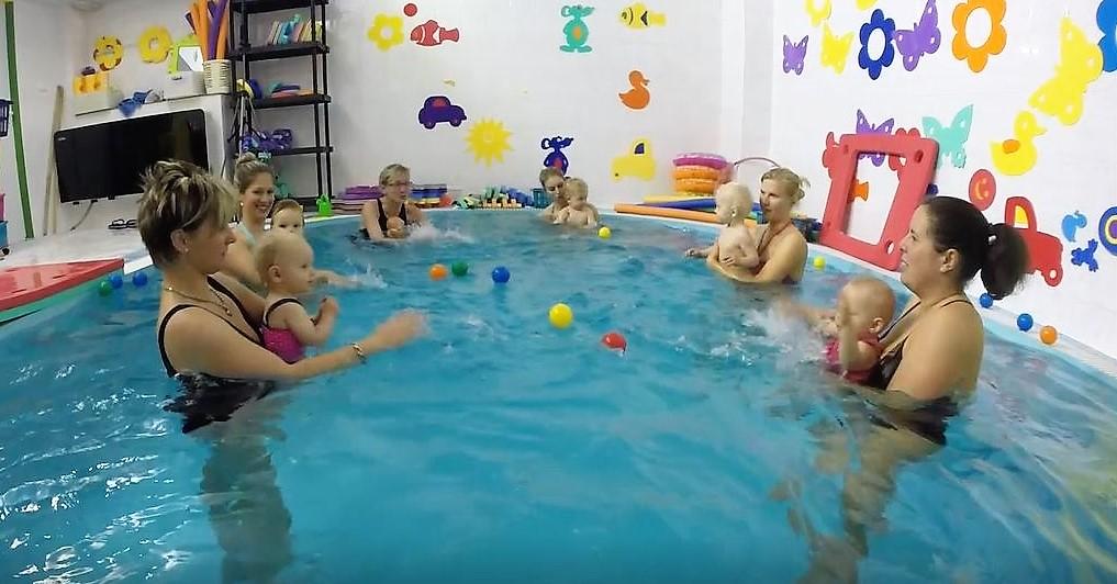 plavání kojenců