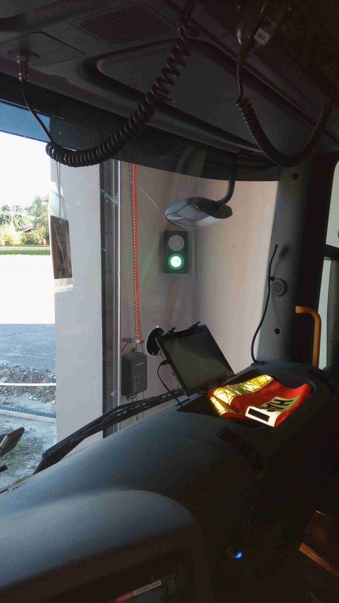 vnitřek hasičského auta
