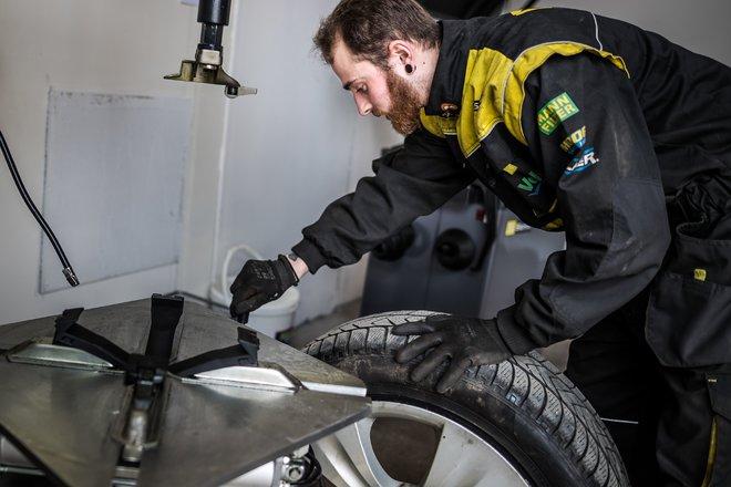 práce s pneu