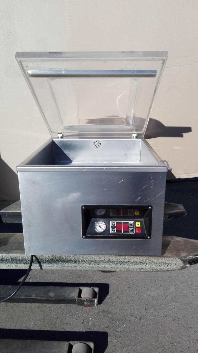vakuově balící stroj