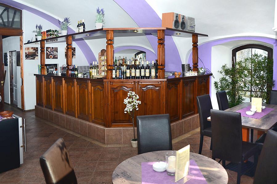 Bar hotelu Jiřiční