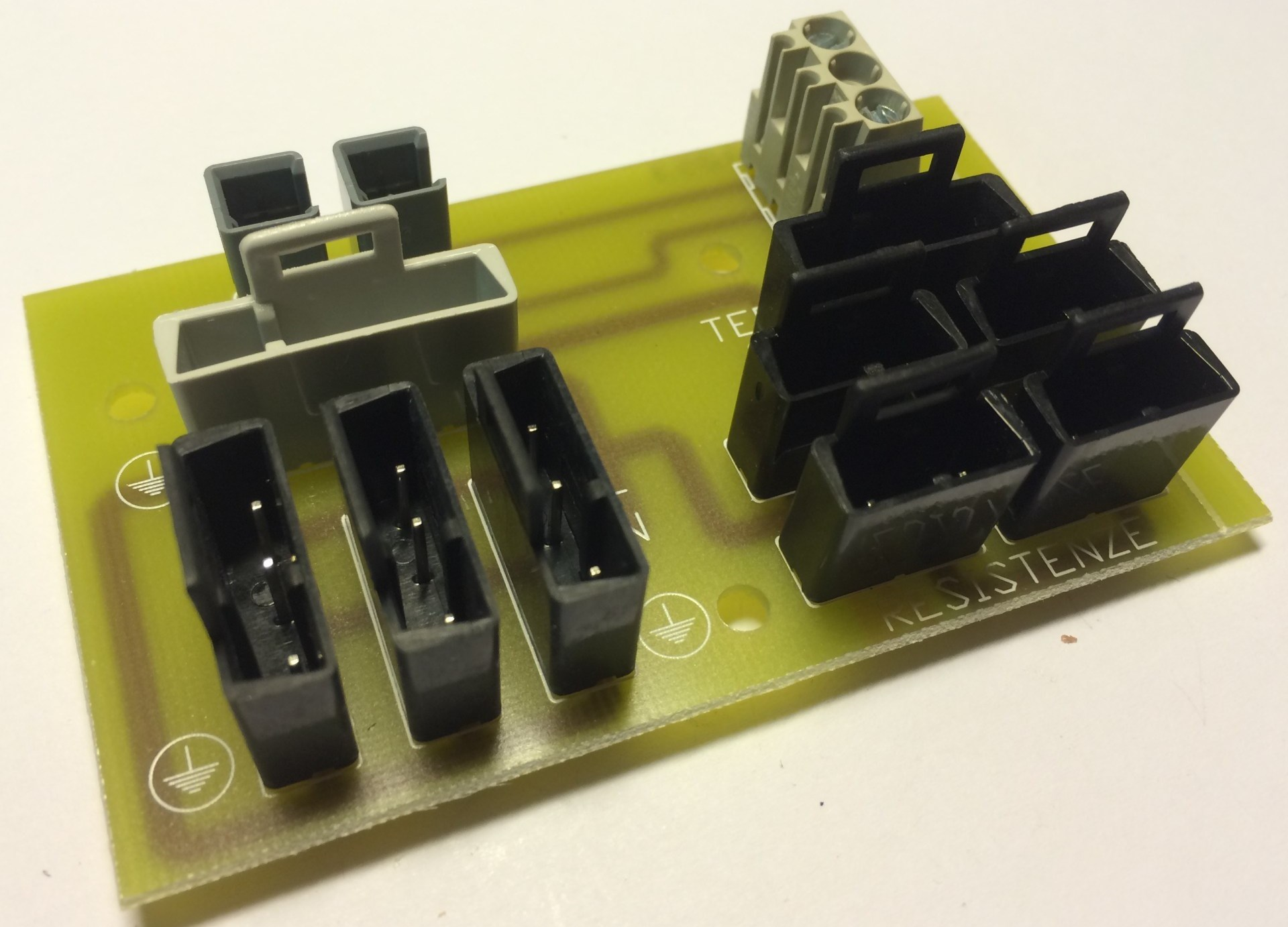 Elektronika propojení zony Solár