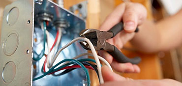 Montáže a opravy elektroinstalací